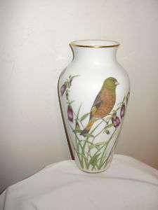 FRANKLIN MINT PORCELAIN BIRD FLOWER VASE SIGNED RYN MINT CONDITION