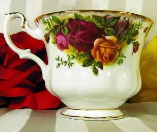 ROYAL ALBERT TEACUP & SAUCER OLD COUNTRY ROSES TEA CUP