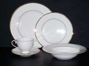 Mikasa 5 Piece Set Fine China Ultima HK 302 Cameo Gold