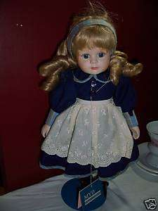 BNWT MYD MARIAN YU PORCELAIN BLONDE DOLL 1999 ON STAND