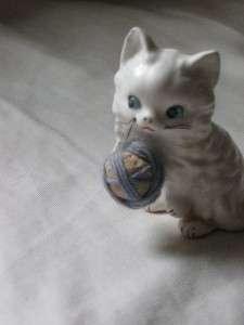Vintage Enesco Ceramic White Kitty Cat Figurine Figure W/Yarn