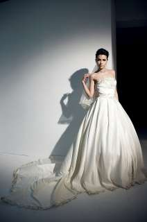 Japan White Classy Gold embroder Long Bridal Dress Gown