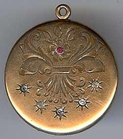ANTIQUE 1903 VICTORIAN ENGRAVED GOLD FILL RHINESTONE LOCKET