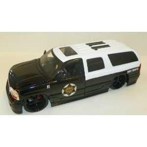 Jada Toys 1/24 Scale Diecast Heat Series 2002 Gmc Yukon