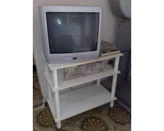 Porta TV bianco con rotelle a San Vito dei Normanni    Annunci