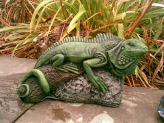 IGUANA LIZARD HAND PAINTED CONCRETE GARDEN ORNAMENT