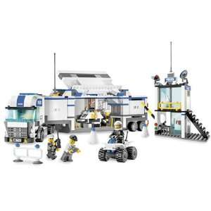 LEGO City Police Truck: Toys & Games